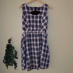 Hot Topic Plaid Skater Dress w/ Side Cutouts Sz L